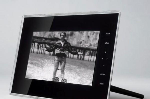 Toshiba's new digiframes feature social networking, FrameChannel