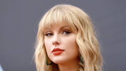 Taylor Swift claims Scooter Braun, Scott Borchetta won't let her play old hits
