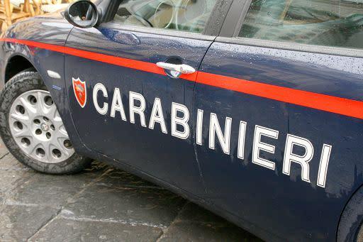 Uomo trovato morto in un parco a Milano: no segni di violenza