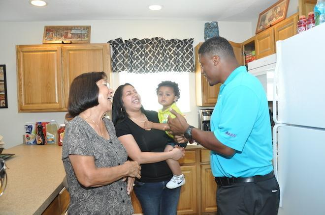 dunn single parents Warrick dunn is helping single-parent families realize their dream of owning a home with his home for the holidays charity.