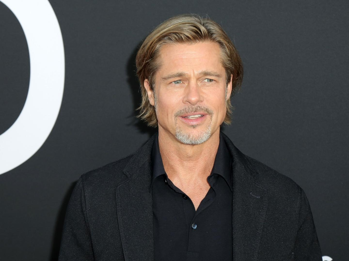Did Brad Pitt S Girlfriend Nicole Poturalski Just Shade Angelina Jolie With A Pic From Her Wedding Site