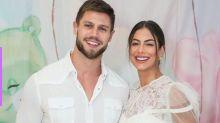 Após alfinetada de Anitta, ex-BBB Jonas Sulzbach defende a noiva no BBB20: 'Ela limpa muito bem o chão'