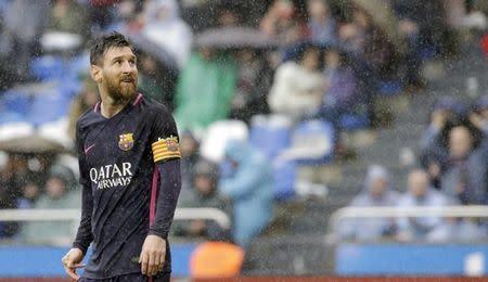 En la imagen, Messi durante un partido del Barcelona en Coruña, España.