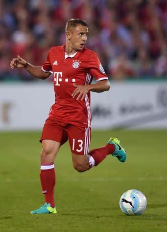 Rafinha lamenta empate do Bayern: 'Infelizmente, a bola não entrou'