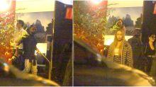 Rafaela Santos e Gabigol posam de mãos dadas durante jantar