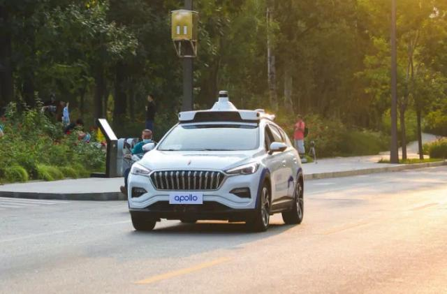 Baidu earns permission to test paid driverless taxi in Cangzhou