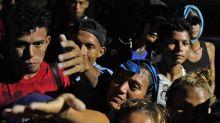 """Avanza la caravana de migrantes hacia EE.UU. y Trump amenaza con mandar al Ejército para """"cerrar la frontera"""""""