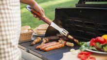 Barbecue : l'astuce infaillible pour cuire la viande à différentes températures en contrôlant la chaleur et les flammes sans ustensile