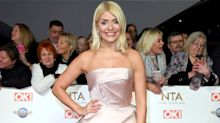 Holly Willoughby wears £36 leather skirt on 'This Morning'