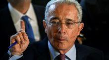 Uribe 'quase certamente negociou com paramilitares', segundo inteligência dos EUA