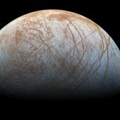 New evidence of water plumes on Jupiter's moon Europa