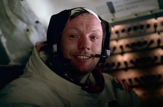 Pioneering astronaut Neil Armstrong dies at 82