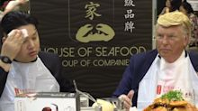 """""""Trump"""" and """"Kim"""" meet for chilli crabs in Singapore ahead of historical summit"""