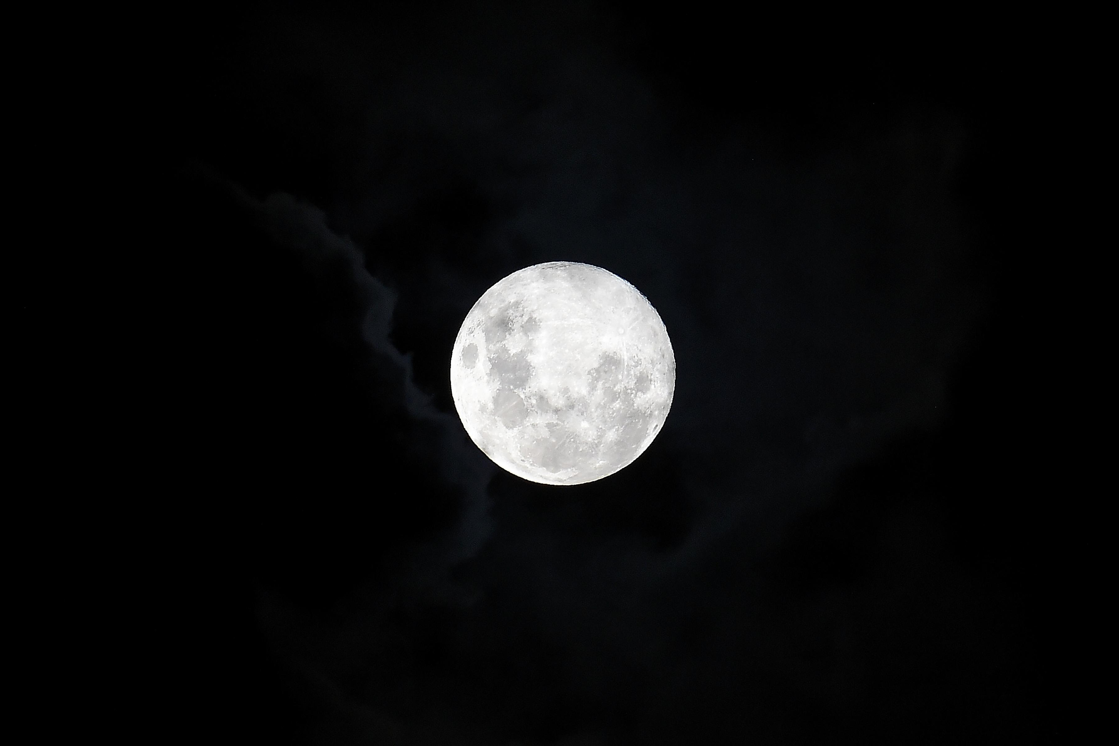 On Sunday There Will Be A Pink Moon Hanging Over The Usa Uu Term Is Used To Refer Full Of April But Do Not Wait Look Up