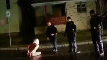 Vídeo mostra policiais colocando capuz em homem negro que morreu asfixiado nos EUA