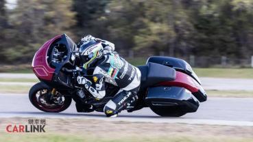 美式重機「磨膝壓車」沒問題!Indian Challenger狂飆Laguna Seca拿金牌
