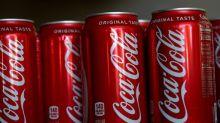 Calano le vendite, per la Coca-Cola ipotesi bevande alla cannabis