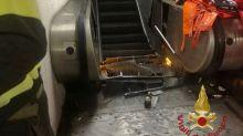 Cede la scala mobile nella metro A di Roma a Repubblica, diversi feriti