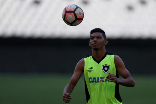 Wenderson e Igor Cássio sobem para o elenco profissional do Botafogo
