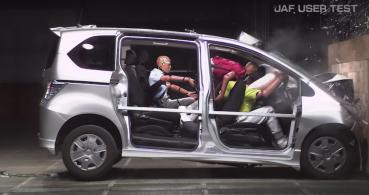 後座不繫安全帶遇上撞擊時有多危險?日本測試影片讓人怵目驚心