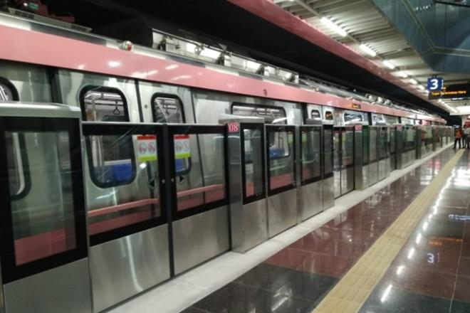 Delhi Metro to be world's 1st 100% solar-powered metro network! Gets 27MW power from Rewa project for trains
