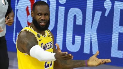 Should Lakers be worried after another loss?