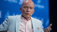 Central banks 'racing to the bottom' means one thing, says Mark Mobius: that the stock market will do 'very well'