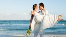 """Noiva pede que os convidados do casamento reservem """"pelo menos"""" duas semanas de folga - e guardem R$14.000 para a viagem"""