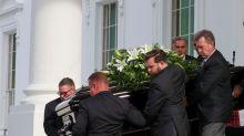 Trump celebra el funeral por su hermano Robert en la Casa Blanca