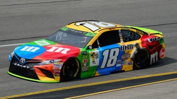Kyle Busch completes sweep at Richmond
