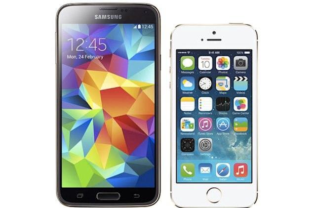 Journalist picks up Galaxy S5, discovers it is, indeed, larger than the iPhone 5