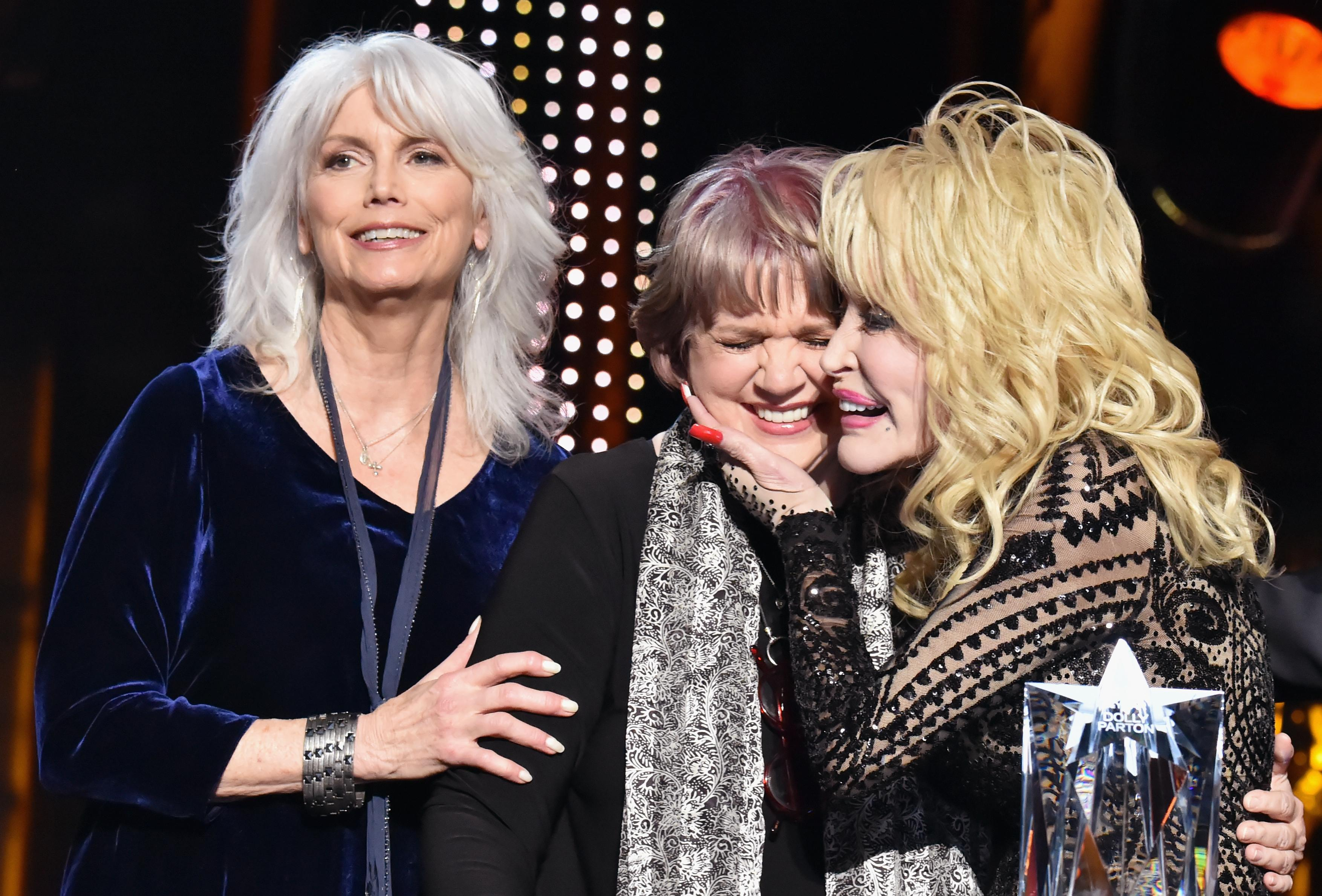 Linda Ronstadt Rare Public Appearance To Honor Dolly Parton