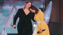 'Some Que Ele Vem Atrás': Anitta e Marília Mendonça lançam música