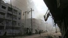 En Syrie, la vie sous terre des habitants d'un fief rebelle pilonné