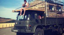 Esta pareja construyó una casa sobre un camión del ejército