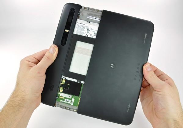 Motorola Xoom and Thunderbolt-equipped MacBook Pro get torn down