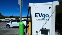 Los vehículos eléctricos, un desafío para supermercados y estaciones de servicio