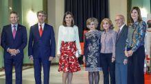 La reina brinda el apoyo al hospital central de la Cruz Roja en su centenario