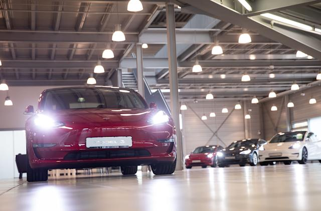 Tesla cuts Full Self-Driving upgrade price by $1,000 for some customers