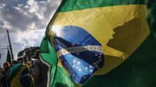 Brazil Assets Slump as Left Advances One Month Ahead of Election