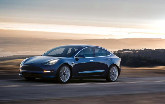 Locura por el Model 3: Tesla registra 1.800 reservas diarias de su deseado coche eléctrico