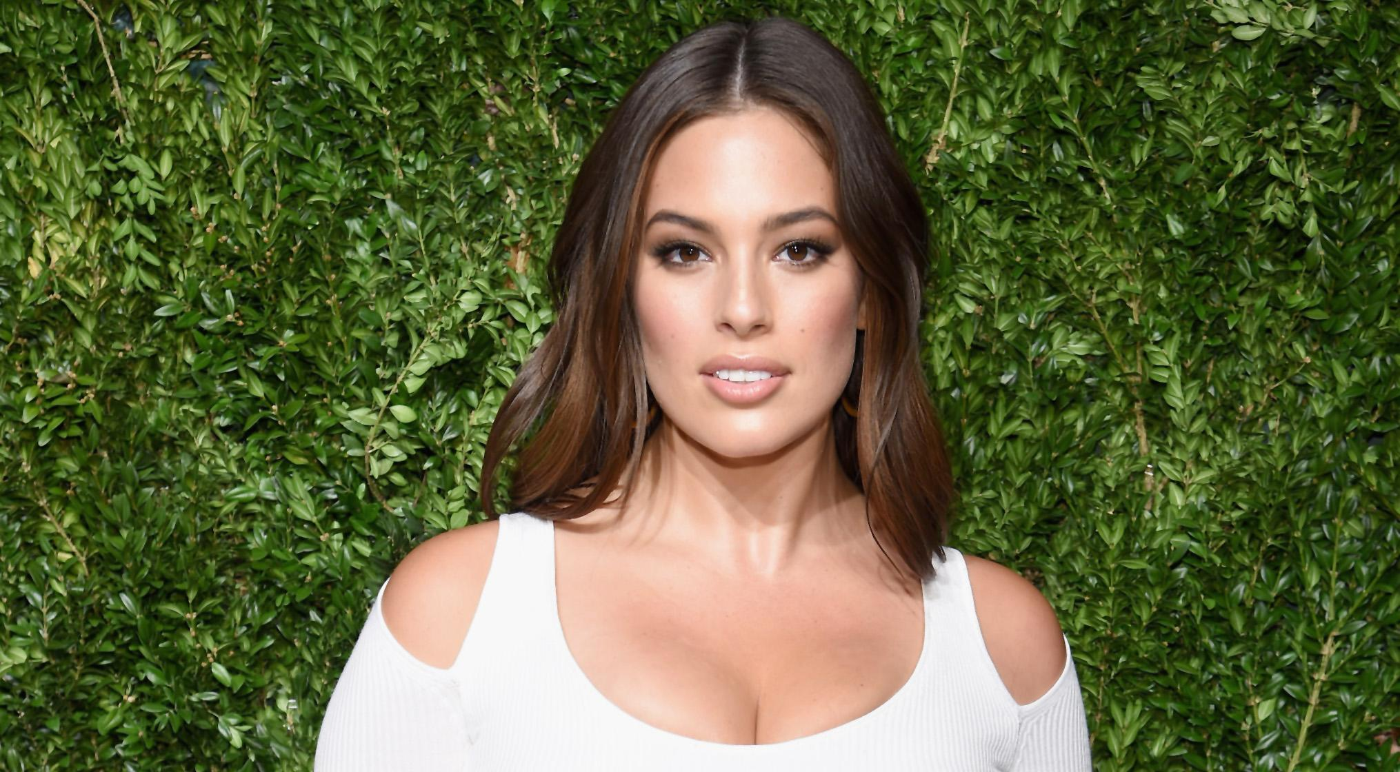 fl gel foto so pr sentiert sich ashley graham als victoria s secret engel. Black Bedroom Furniture Sets. Home Design Ideas