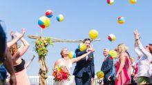 Noiva obcecada por abacaxis faz festa de casamento tropical inspirada na fruta