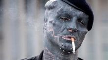 32enne francese si è sottoposto a delle operazioni estreme per diventare simile a un extraterrestre