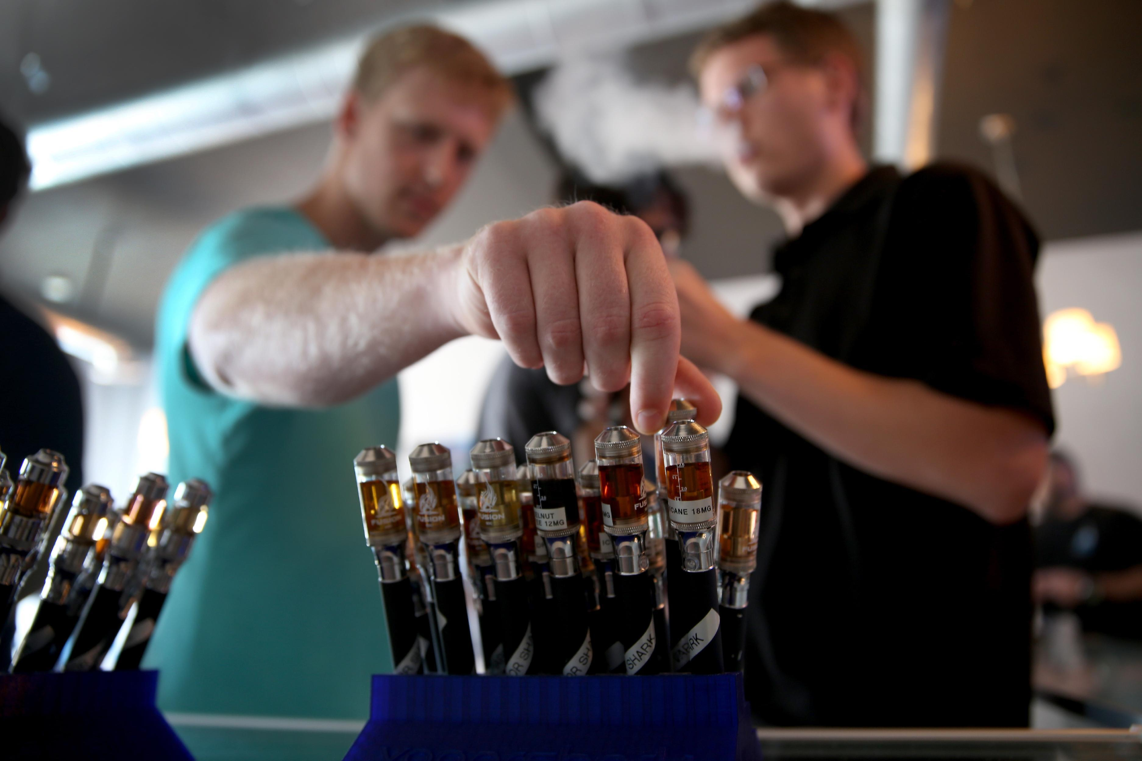 Customers try different flavors of electronic cigarette vapor at the Vapor Shark store on April 24, 2014 in Miami, Florida (AFP Photo/Joe Raedle)
