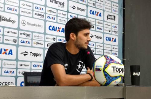 Igor Rabello prega foco no Botafogo e vibra com gol sobre o líder