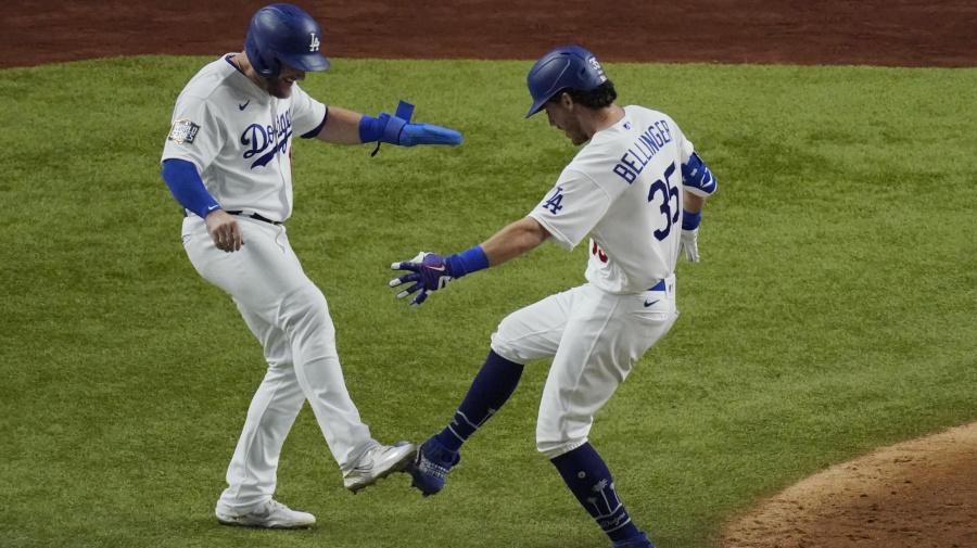 Bellinger breaks out new home run celebration