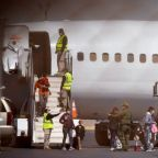 U.S. resumes fast-track deportation flights of Central American migrant families
