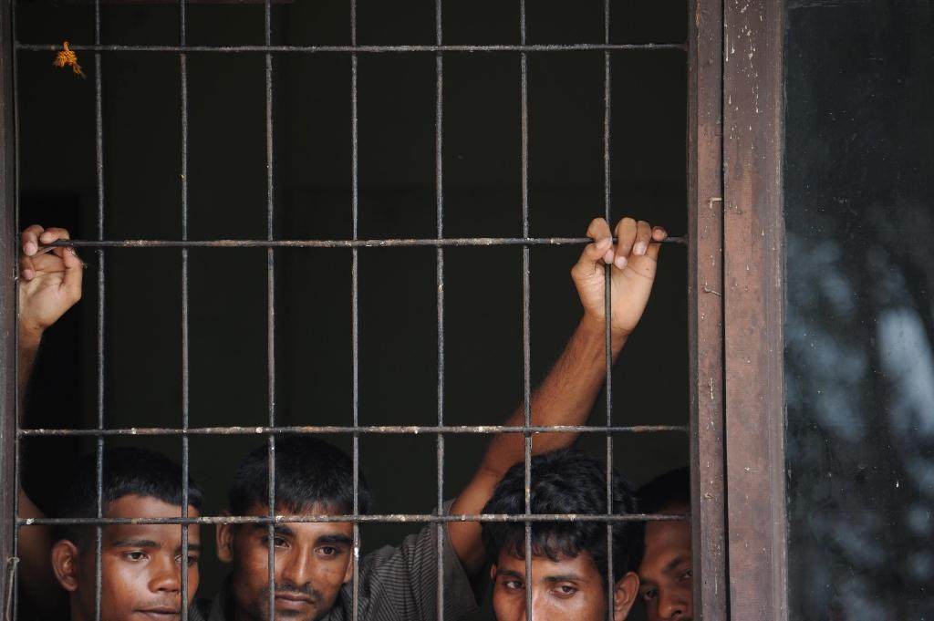 Rescued migrants from Bangladesh look on from a room at an immigration detention centre, in Lhokseumawe Aceh province on May 17, 2015 (AFP Photo/Chaideer Mahyuddin)