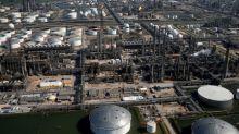 Texas, refineries urged to plan storm shutdowns to cut pollution